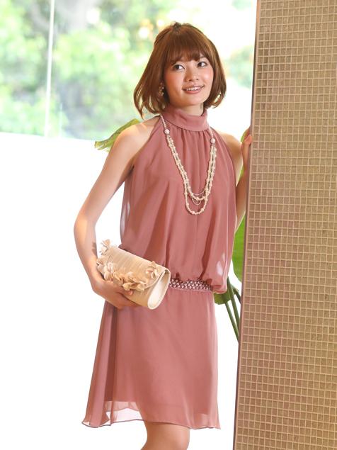 他にも人気な30代の「個性派ドレス」★