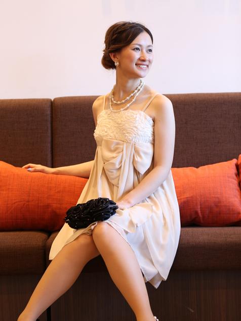 30代に人気の色味★「顔が明るく見えるベージュドレス」