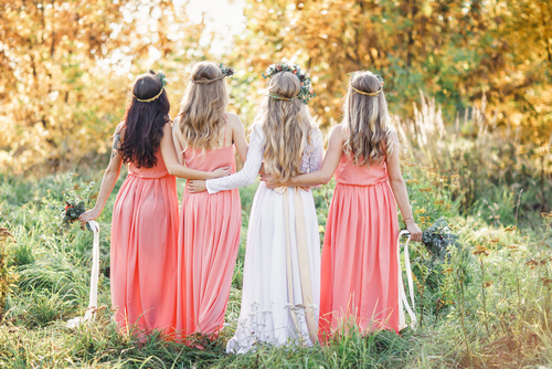 大切な友人の結婚式に招待されたけど・・・<br /> <br /> 着ていくドレスがなーい!!<br /> 買いに行かなきゃなぁ・・・・<br /> <br /> でも、予定が詰まっていてなかなか買いに行く時間がなさそう( ;∀;)<br /> <br /> <br /> <br /> そんなときに便利なのが簡単にネットレンタルできるPARTY DRESS STYLE♡<br /> <br /> スマートフォンから誰でも簡単にレンタル可能。<br /> 操作もわかりやすく、なんといってもお値段がリーズナブル!!<br /> <br /> オープンしたてだから商品もキレイ♡<br /> <br /> 新作も続々入荷予定です(´ω`*)<br /> <br /> <br /> シーンに合わせたおすすめ商品も紹介しているのでどんなドレスを着ていけばわからない|д゚)<br /> なんて方にも使いやすいサイトになっていますよ♪<br /> <br /> <br /> また、単品レンタル・セットレンタルが選べるので、小物一式持っている方も、まったく何も持っていない方にもどちらにも優しい!<br /> <br /> <br /> モデルさんおすすめ商品などの掲載もあったりして、見ていて楽しいレンタルサイトです(^_-)-☆<br /> <br /> ぜひぜひ細部まで見てみて下さいね!<br /> <br /> <br />
